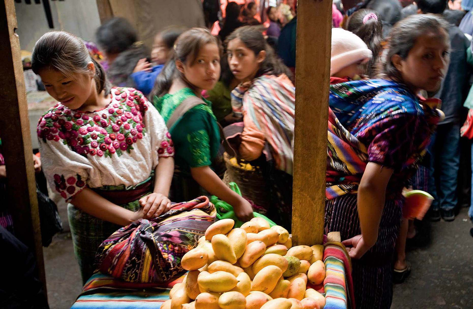 Chichicastenango-market-traditional-travel-guatemala-09