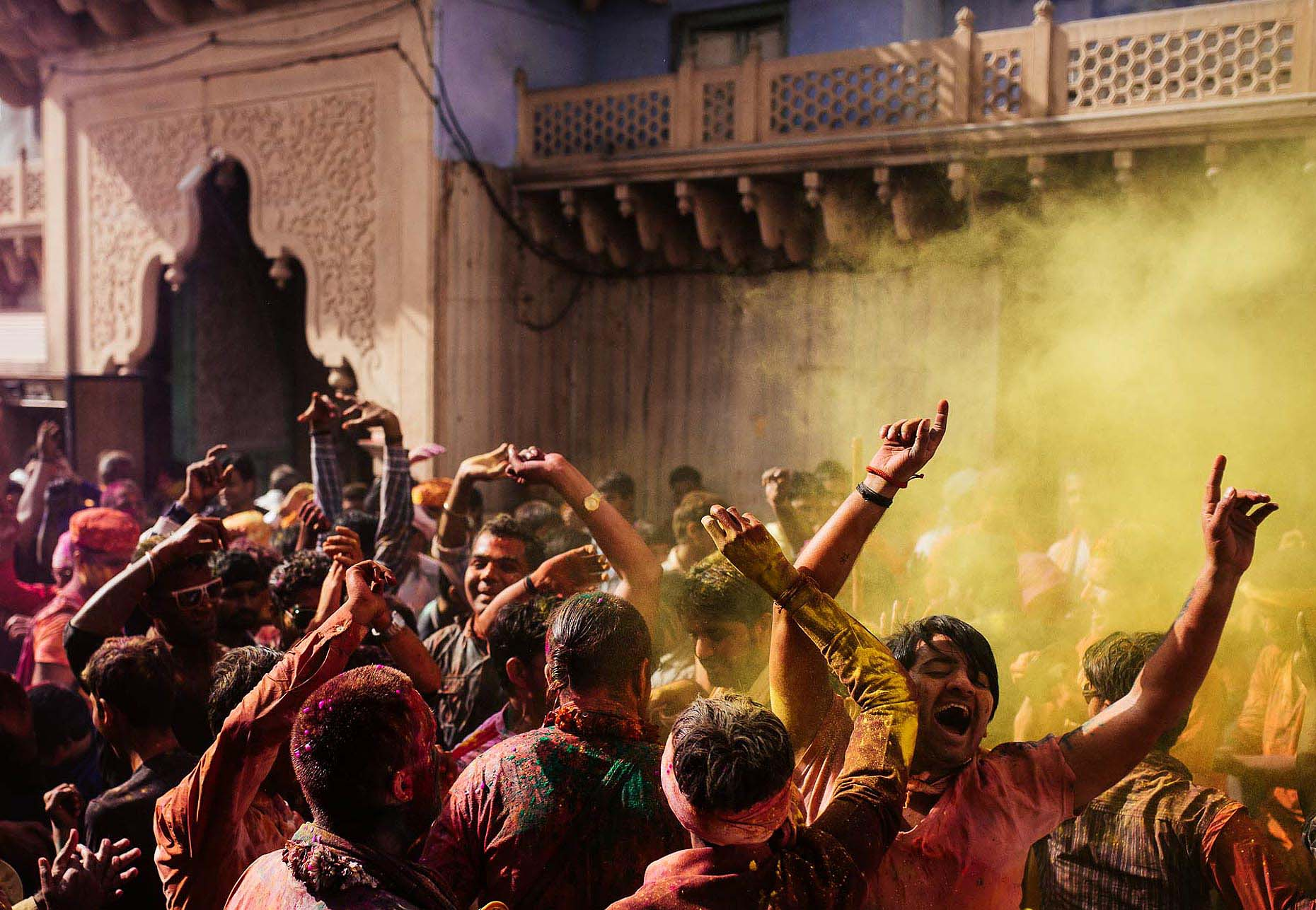 Lathmar-Celebrations-Nand-Rae-Temple-Powder-Holi-Festival-Colour-India-002