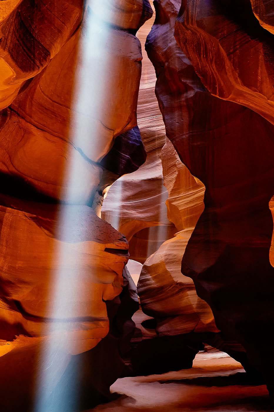 Light-Ray-Antelope-Canyon-Page-Arizona-USA-Landscape