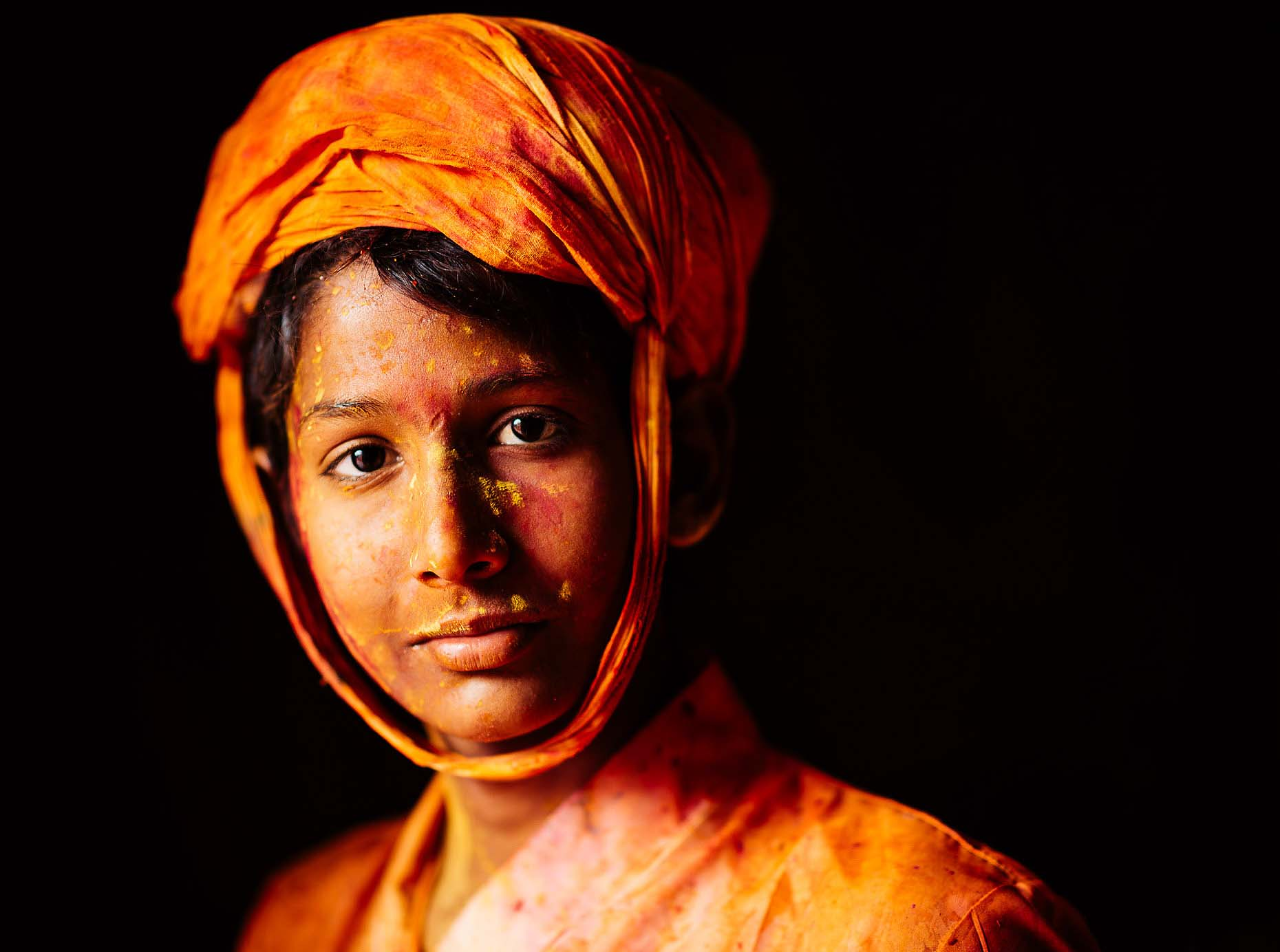Portrait-Travel-Orange-Holi-Festival-Colour-India-019