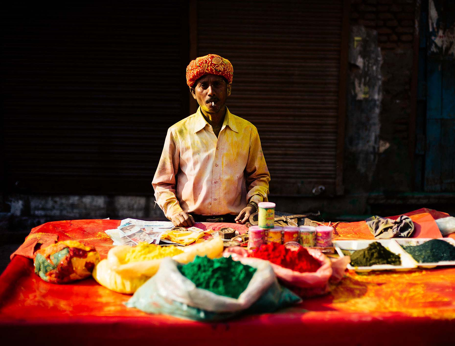 Stall-Powder-Mathura-Holi-Festival-Colour-India-013