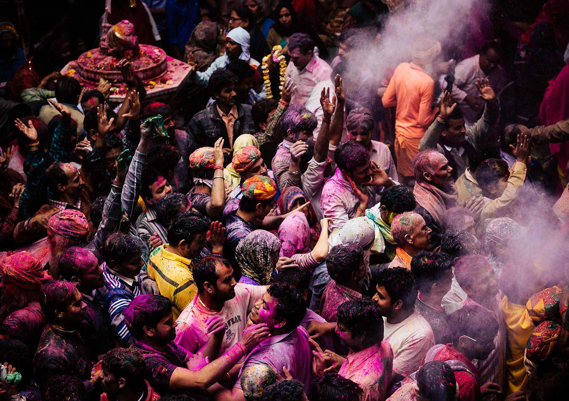 Vrindavan-Bankei-Bijari-Temple-Holi-Festival-Colour-India-009