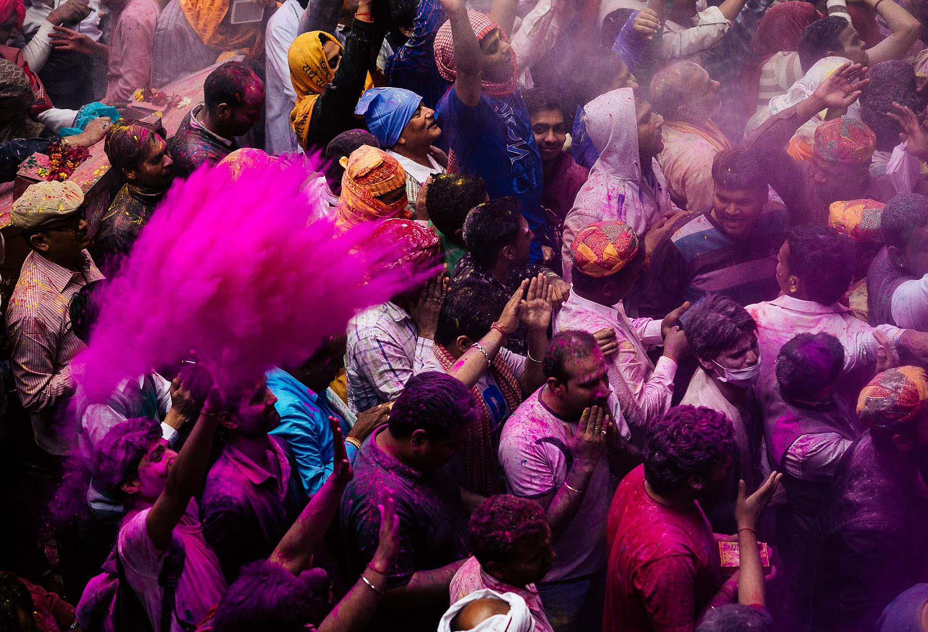 Vrindavan-Bihari-Temple-Holi-Festival-Colour-India-022