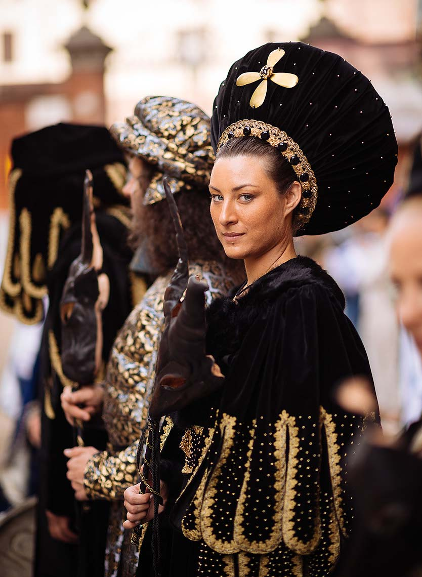 beautiful-woman-asti-palio-italy-black-costume-medieval-08