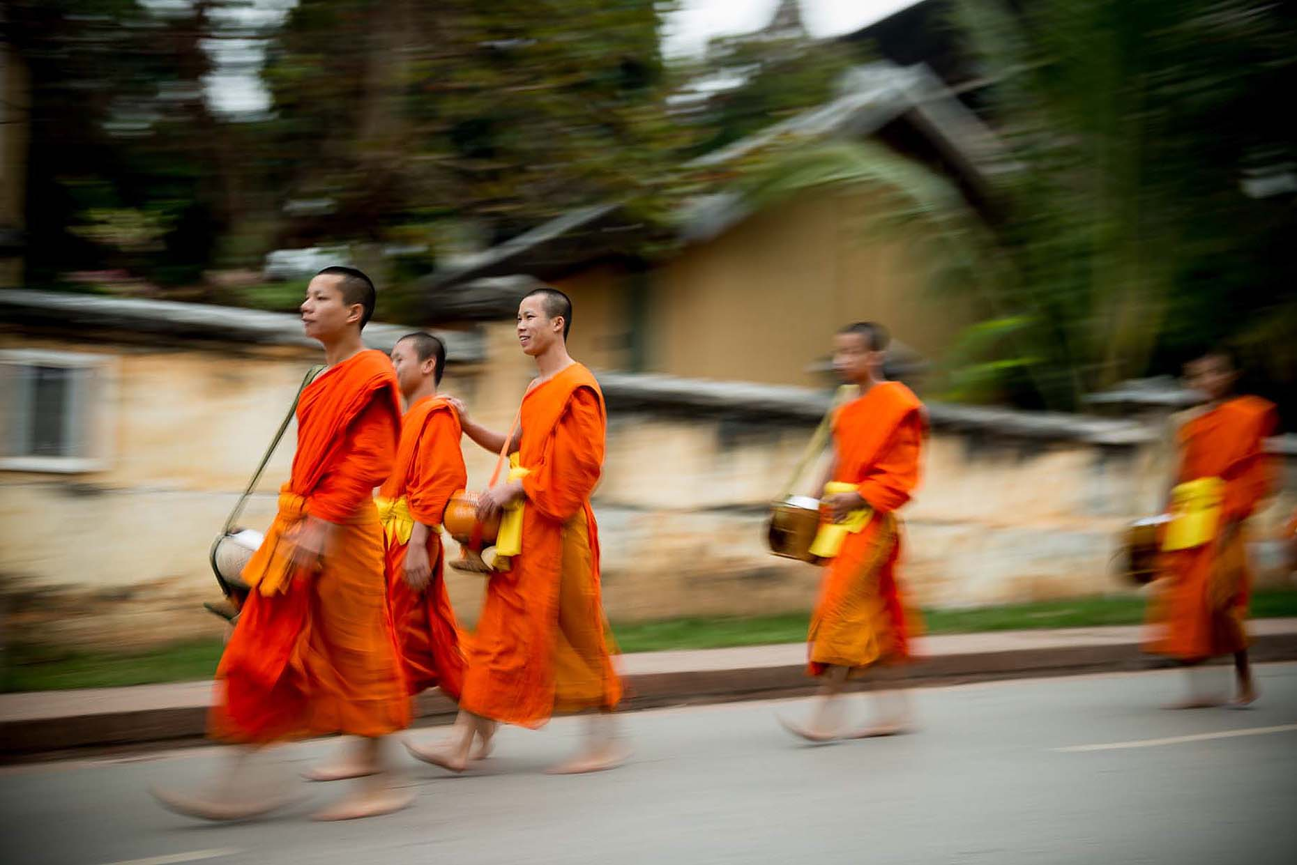 buddhist-monks-morning-alms-collecting-luang-prabang-laos-36