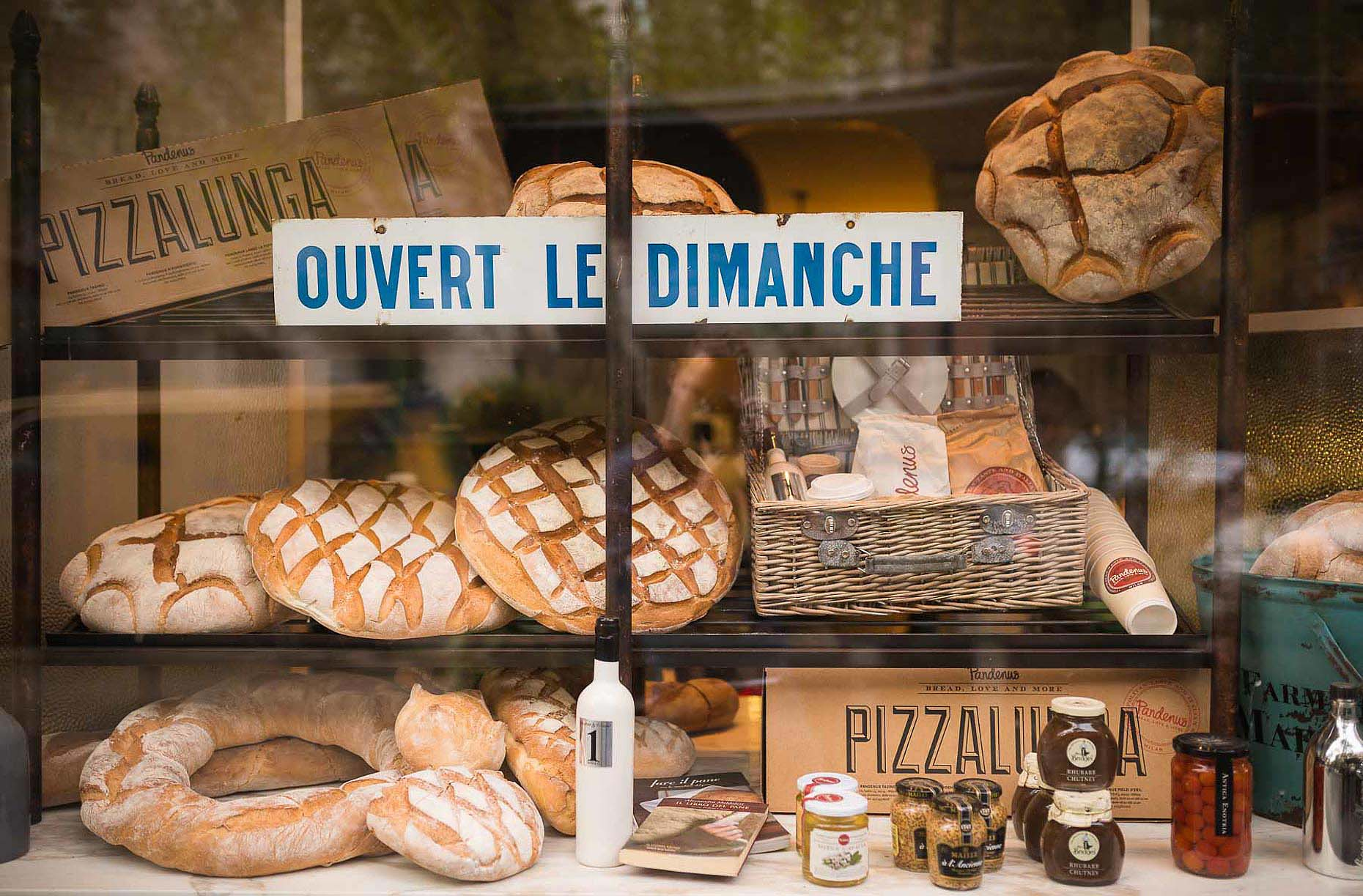 cafe-window-bakery-milan-food-bread-italy-26