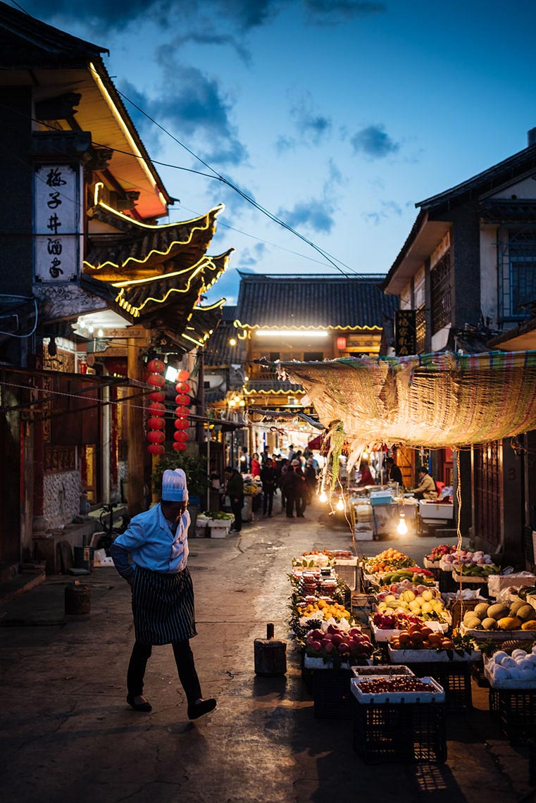 dali-street-photography-yunnan-china-night-16