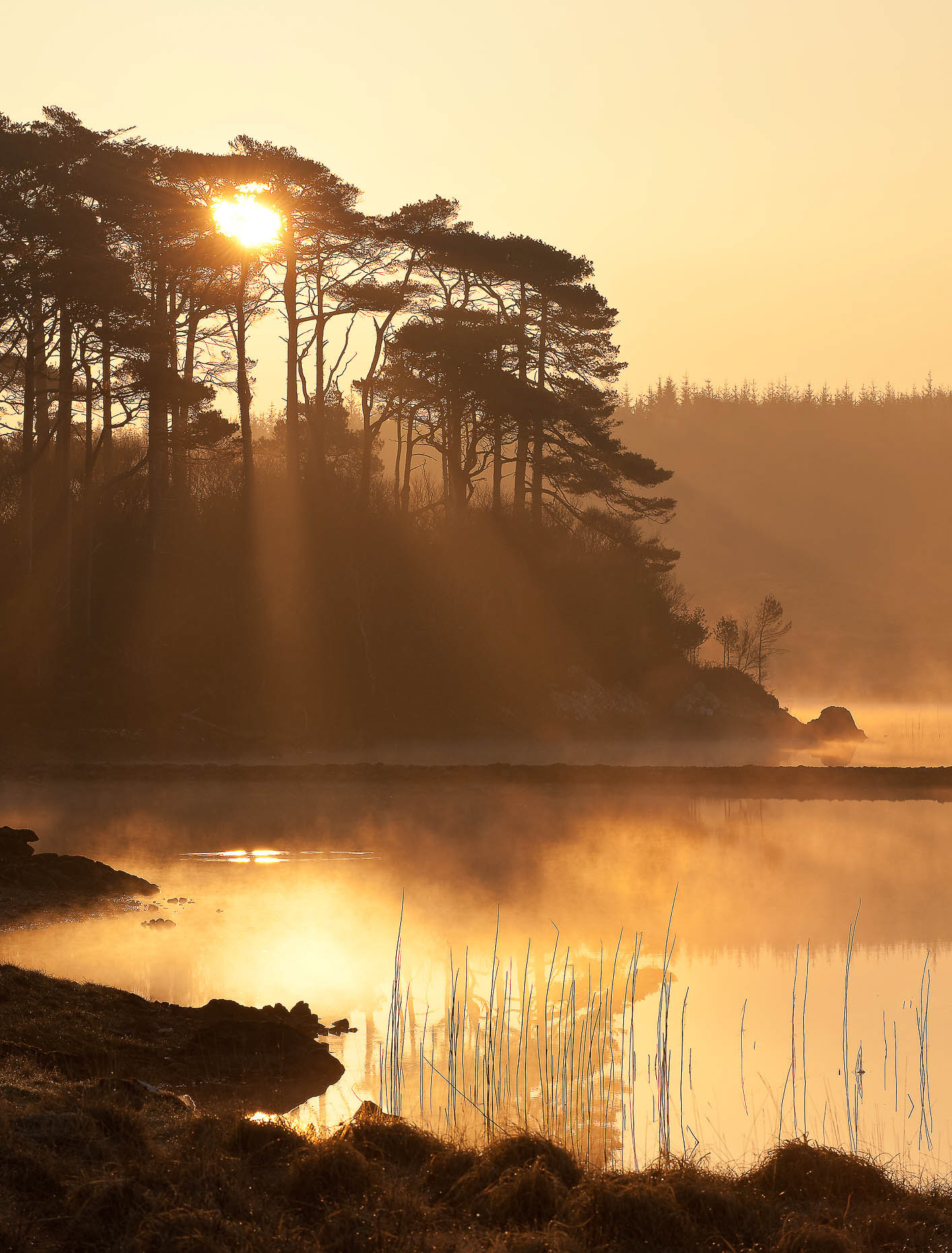 derryclare-lough-dawn-mist-landscape-photography-connemara-ireland