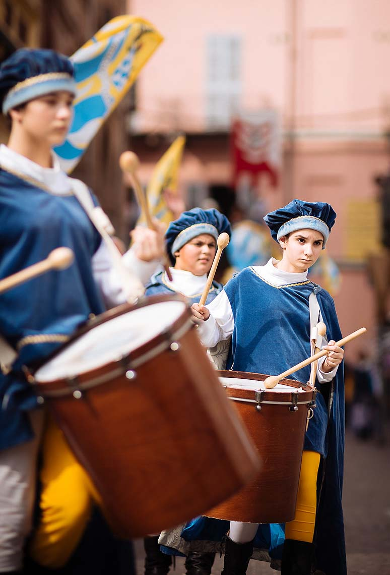 drums-playing-music-asti-palio-italy-14