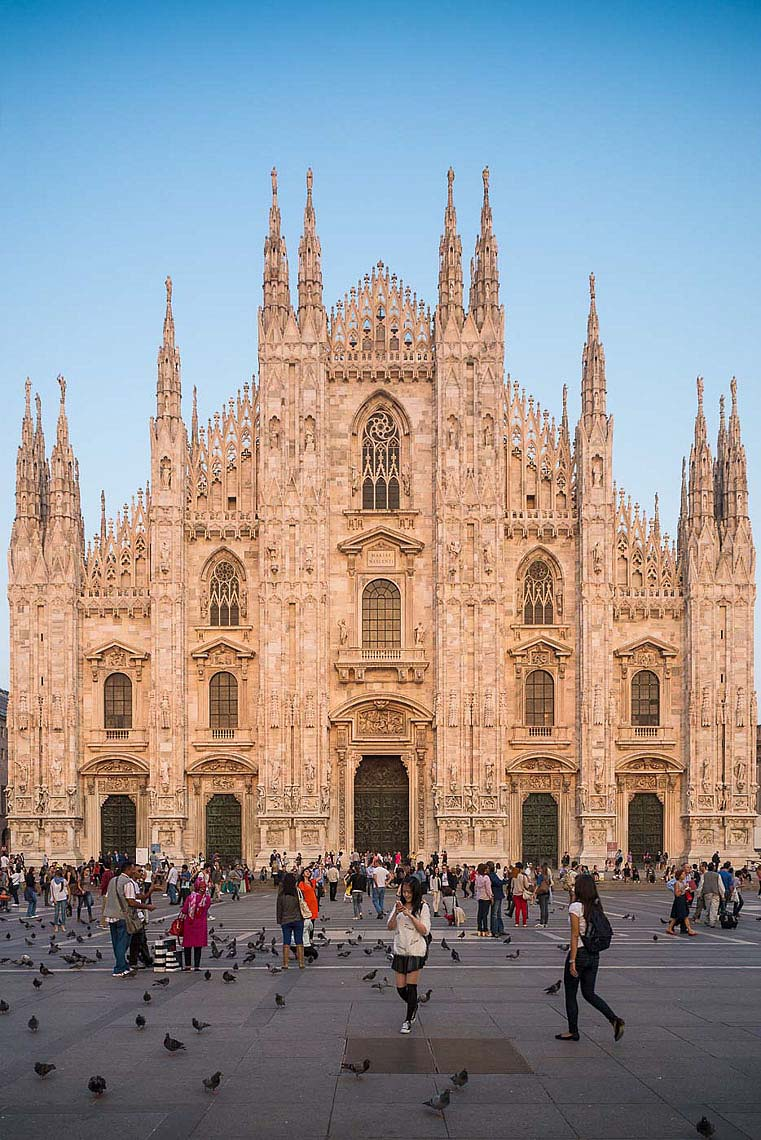 exterior-milan-cathedral-piazza-duomo-city-italian-architecture-photography-21