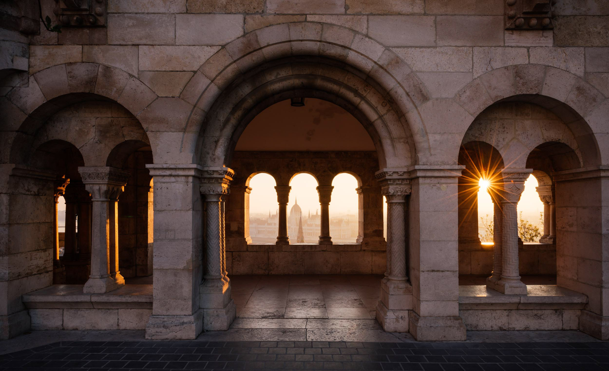 fishermans-bastion-dawn-sunrise-budapest-hungary-travel-photographer