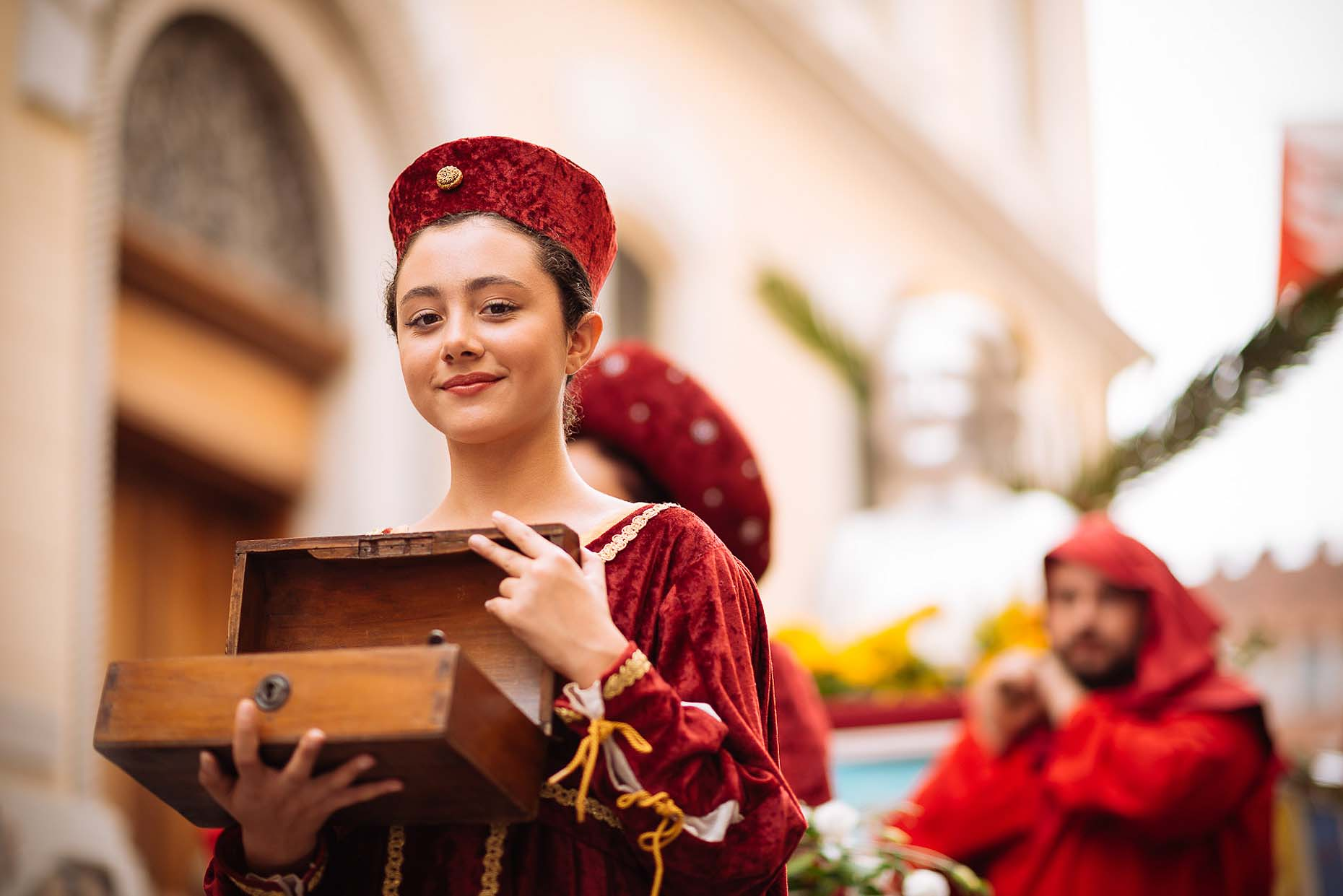 girl-palio-asti-italy-street-parade-travel-11