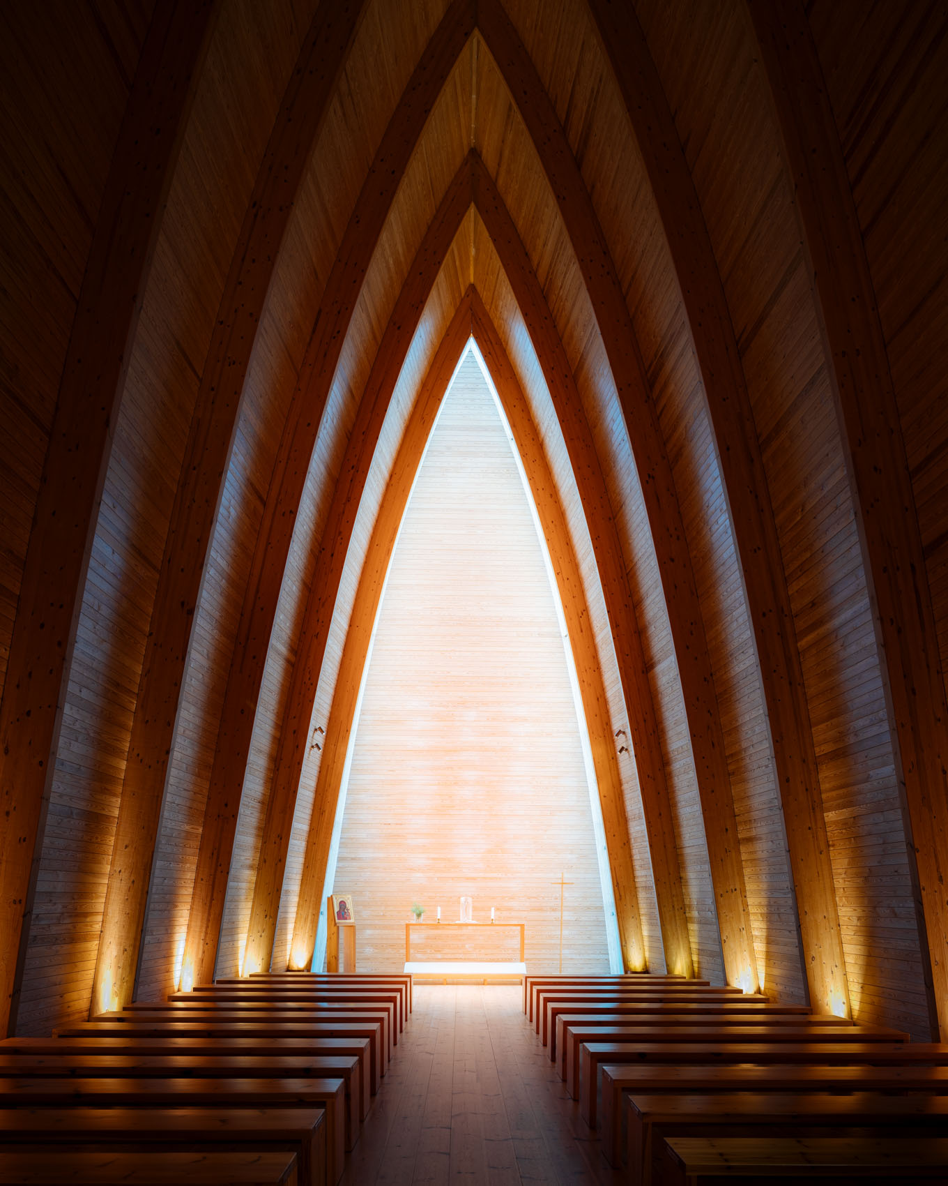 interior-modern-architecture-st-henrys-chapel-turku-finland-photography
