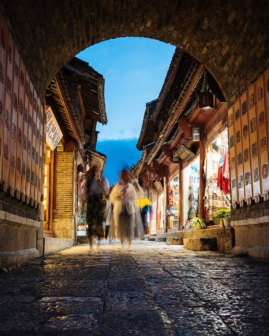 lijiang-street-twilight-gate-yunnan-china-22