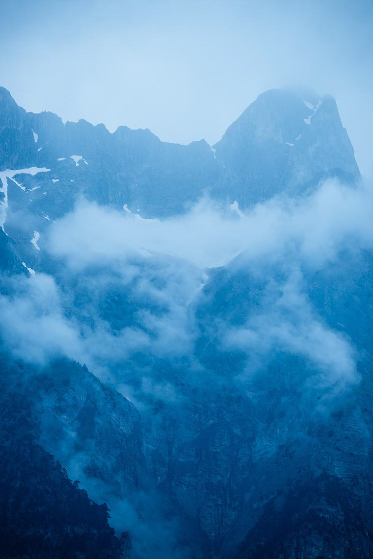 misty-accursed-mountains-blue-landscape-albania-nobody