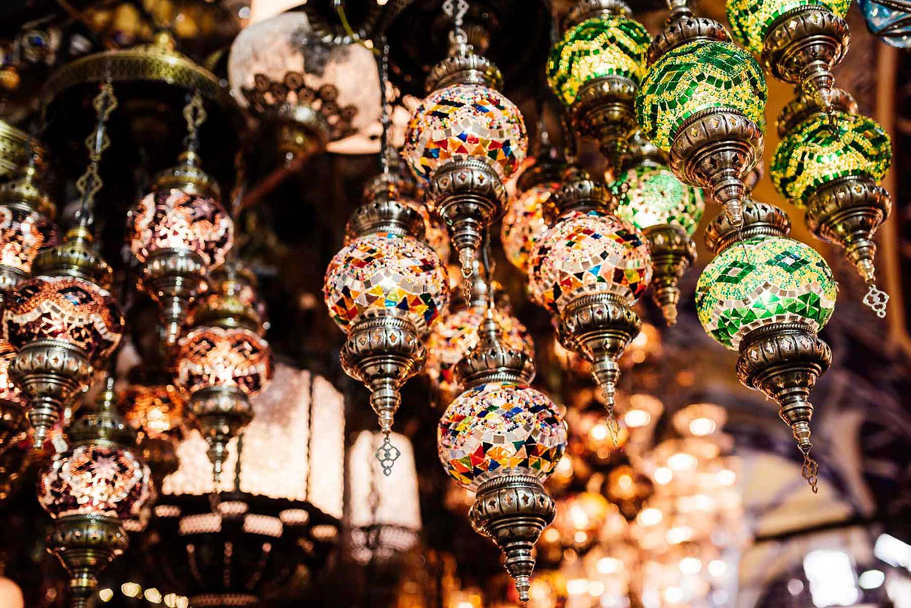 mosaic-glass-lanterns-turkish-lights-souvenirs-tradition-istanbul-grand-bazaar-17