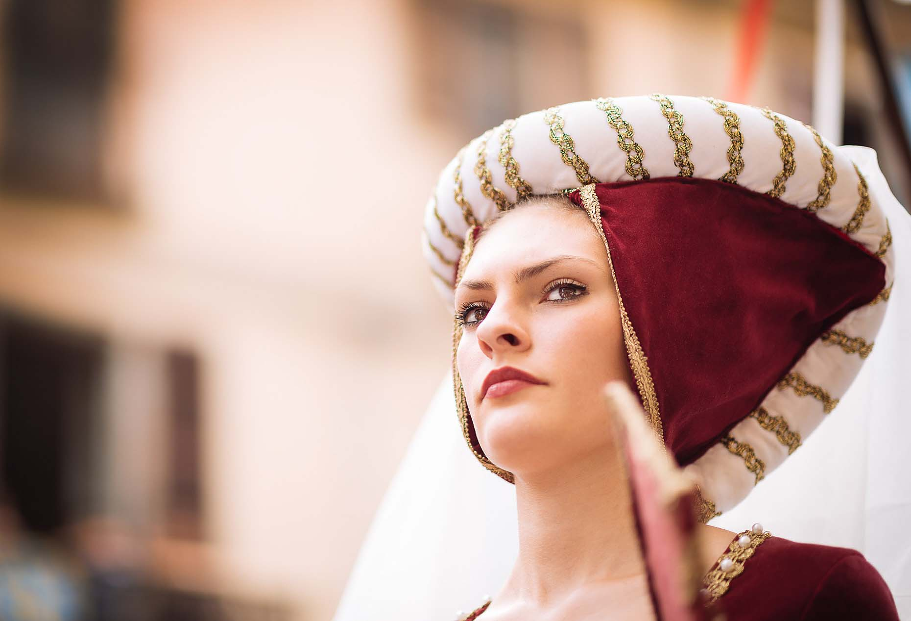 palio-asti-italy-beautiful-woman-costume-05