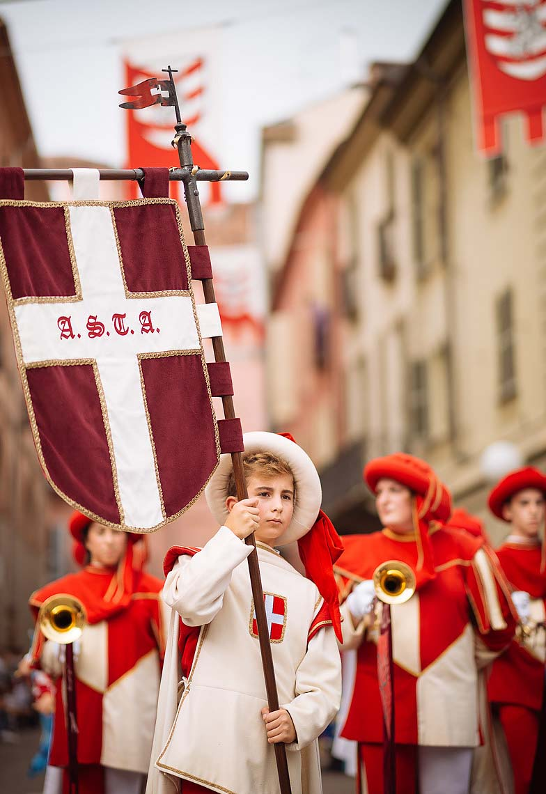 palio-di-asti-italy-children-costume-tradition-01