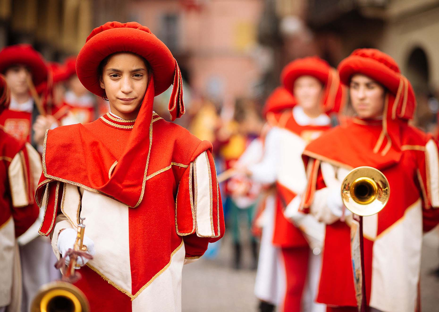 palio-di-asti-italy-children-instrument-parade-02