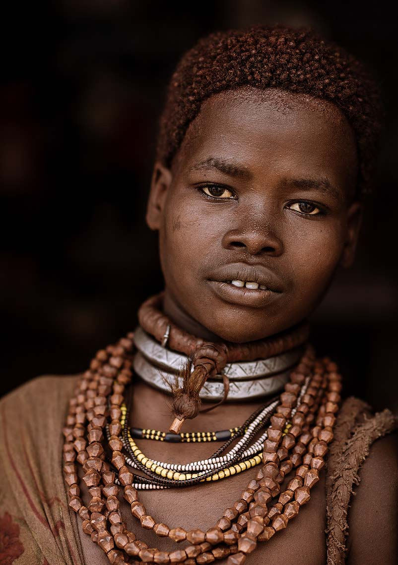 portrait-kaina-necklace-hamar-tribe-omo-valley-ethiopia-04