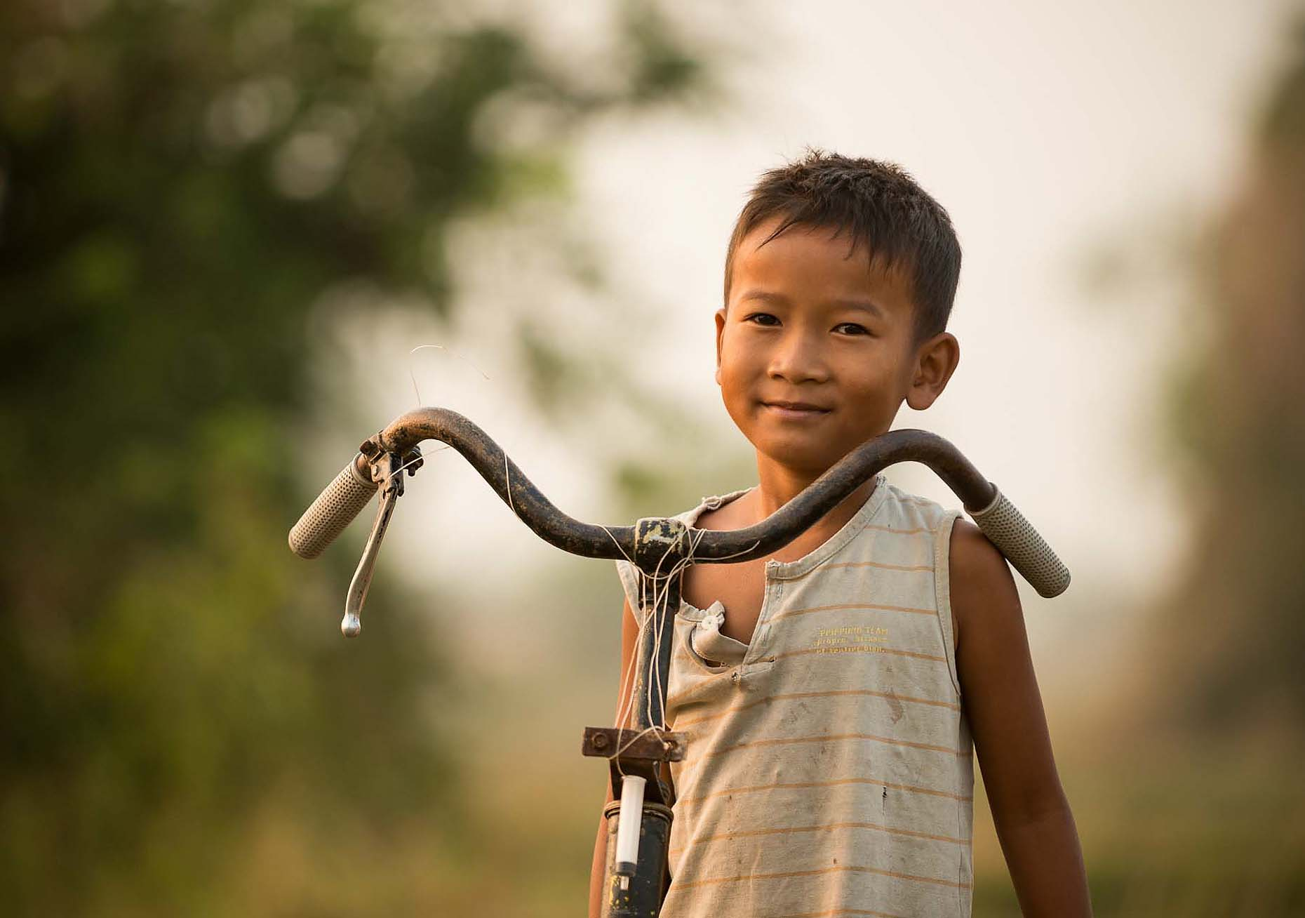portrait-travel-photographer-kep-cambodia-boy-bike-37
