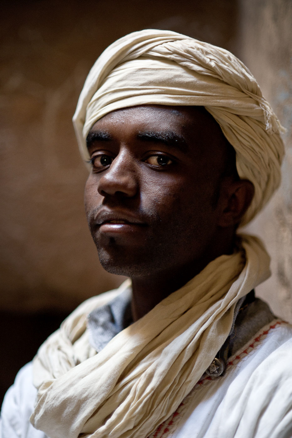 portrait-travel-photographer-man-turban-tamegroute-morocco-africa