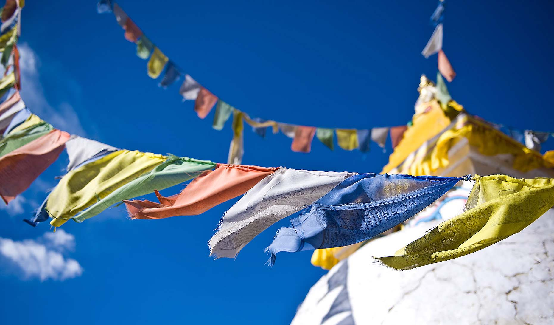 stupa-prayer-flags-colour-namche-bazaar-everest-solo-khumbu-nepal-21