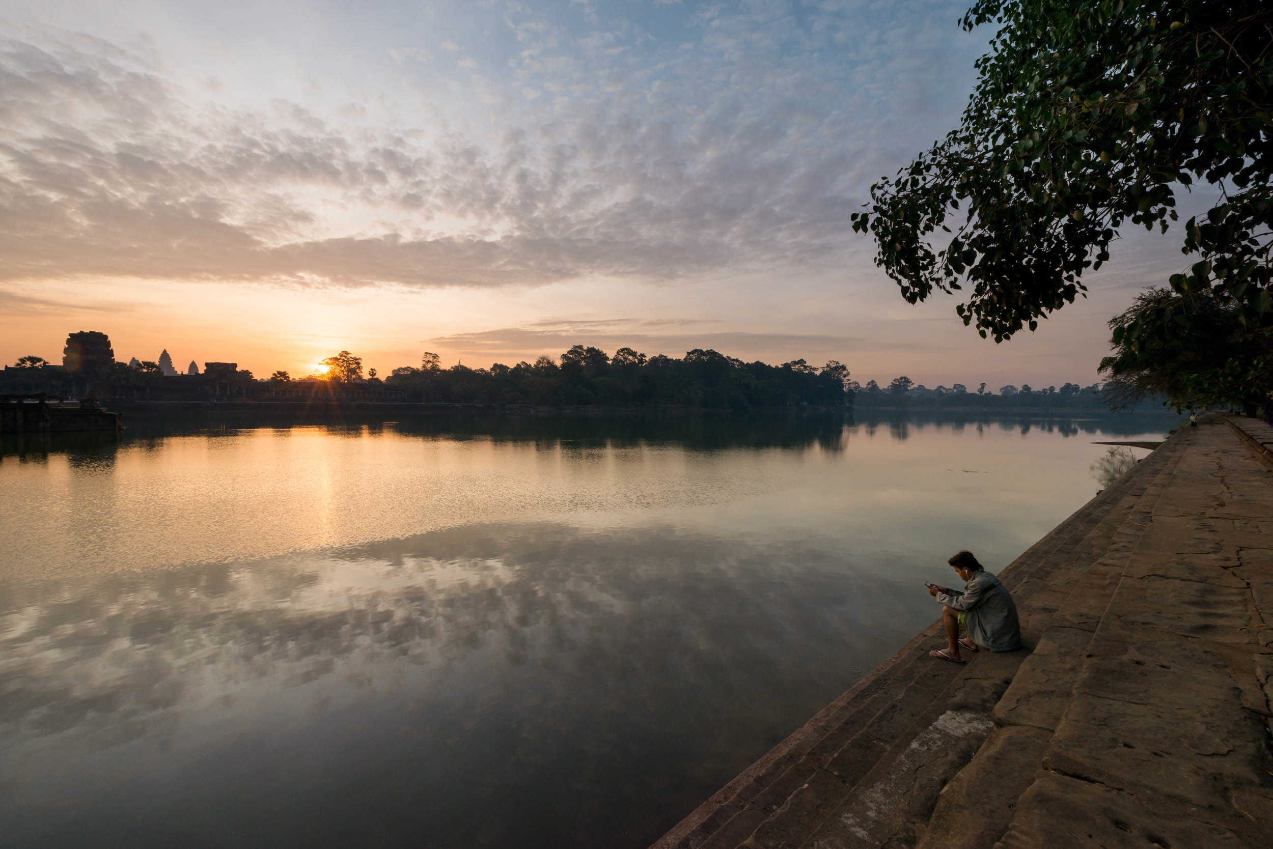 sunrise-river-travel-photography-angkor-siem-reap-cambodia