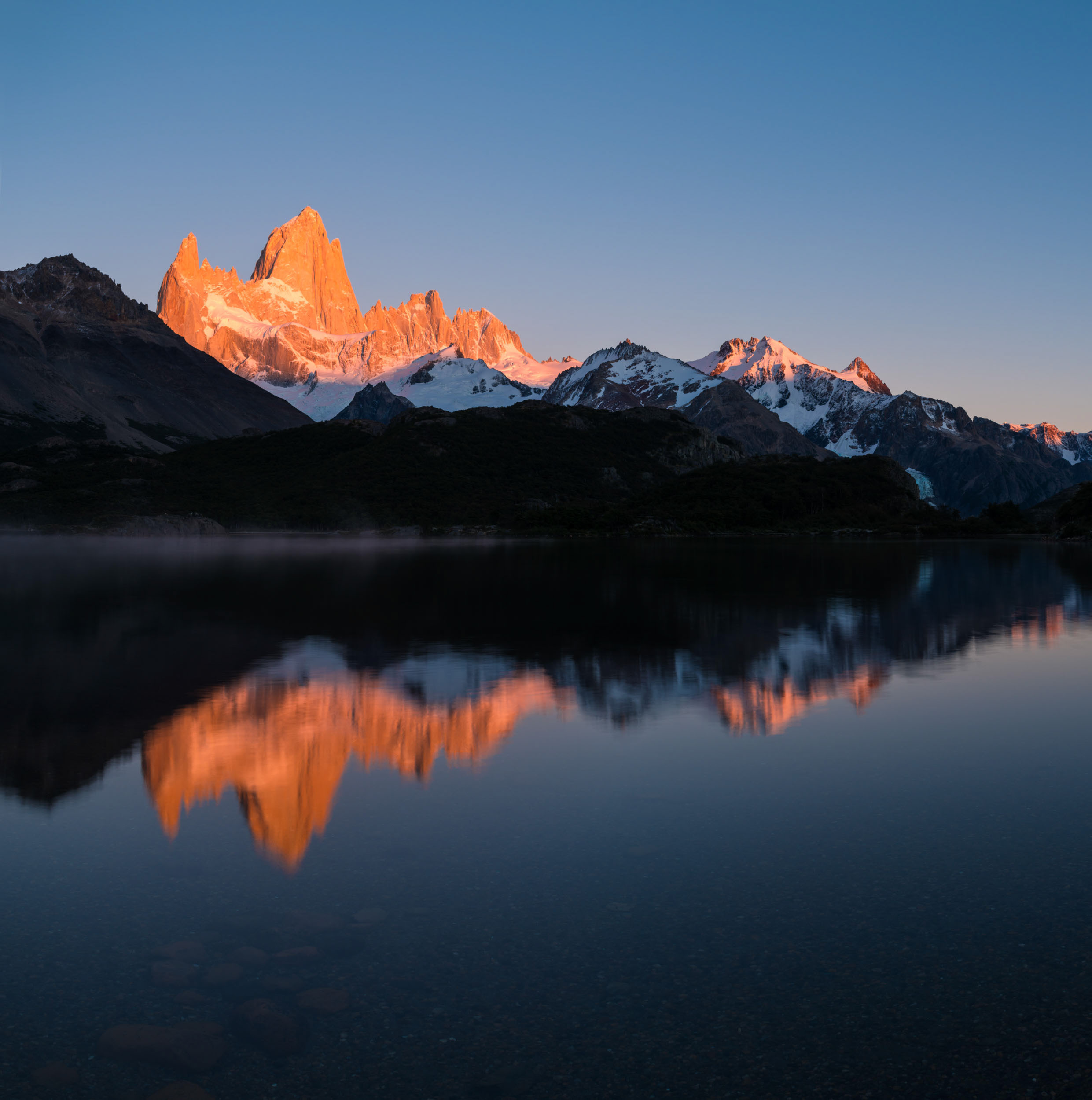 sunrise-tranquil-lake-capri-fitz-roy-patagonia-argentina-still-morning