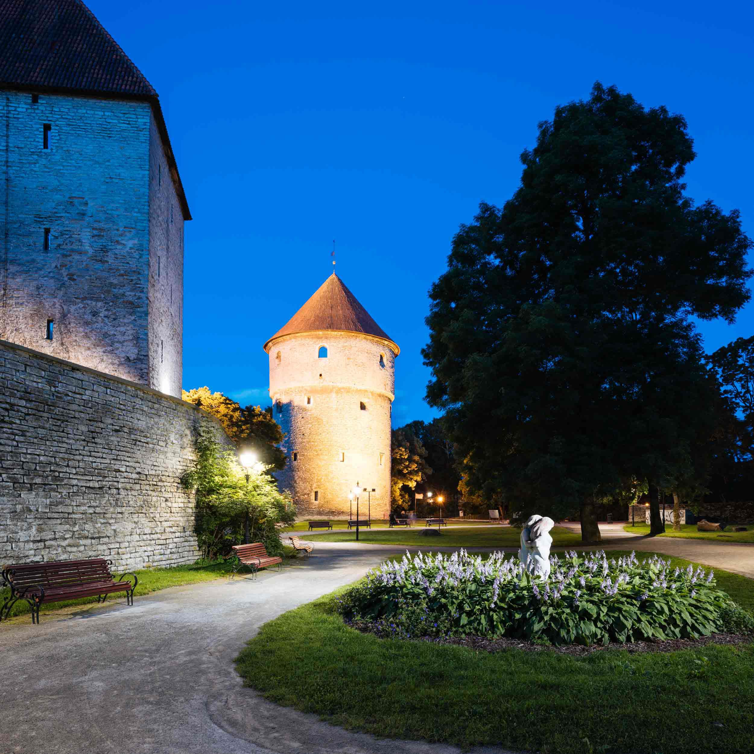 town-night-nobody-tallinn-estonia-baltic