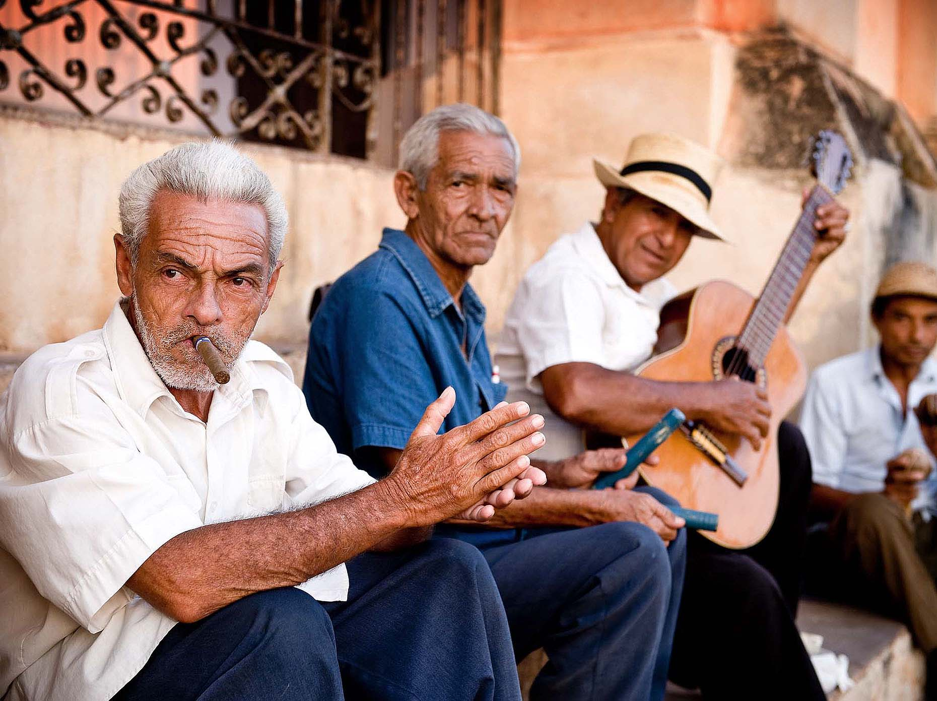 trinidad-men-band-cigar-cuban-group-travel-photography-cuba-33