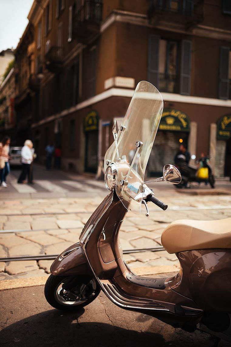 vespa-moped-milan-street-photography-italy-27