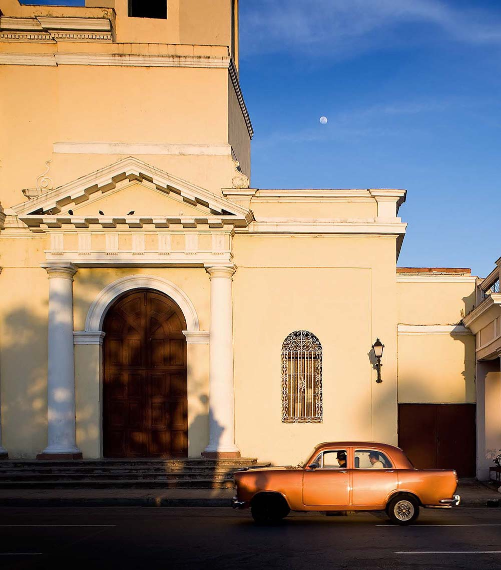vintage-car-cuba-cienfuegos-travel-architecture-32