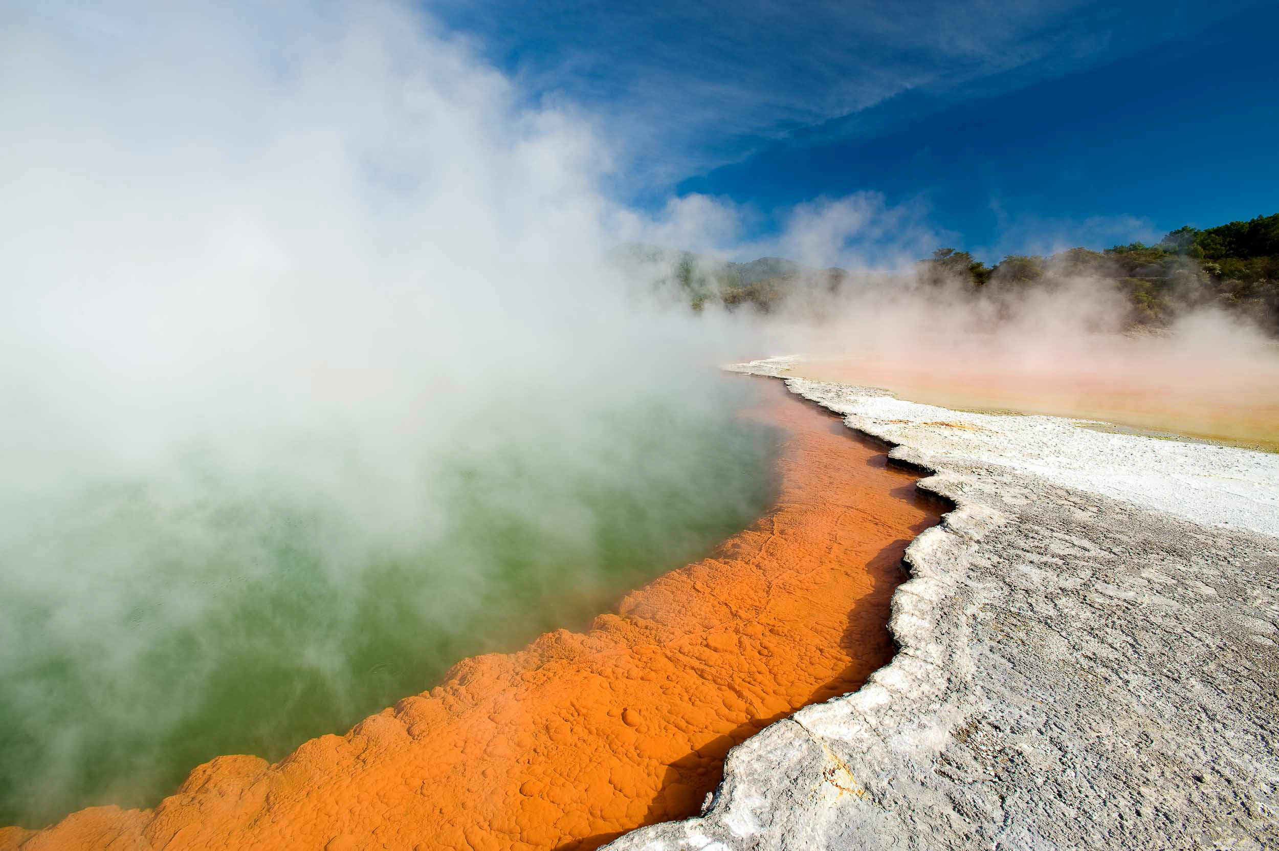 wai-o-tapu-thermal-wonderland-landscape-north-island-new-zealand