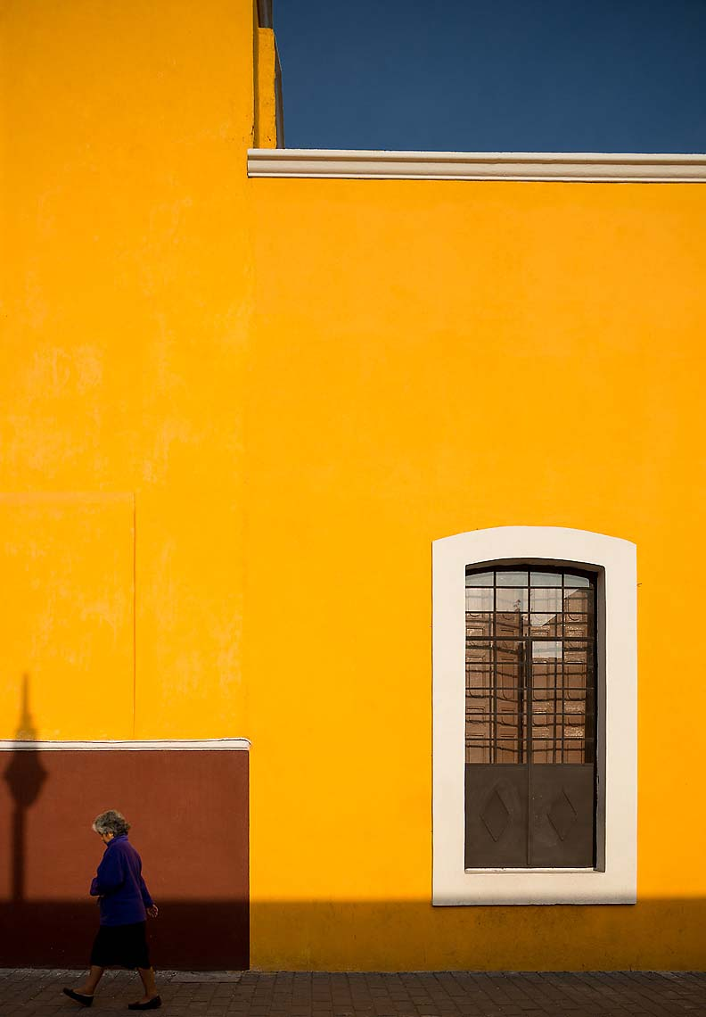 yellow-street-scene-cholula-puebla-mexico-31
